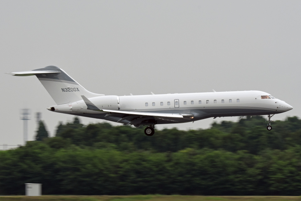 tsubasa0624さんのクレイ・レイシー・アヴィエーション Bombardier BD-700 Global Express/5000/6000 (N320GX) 航空フォト