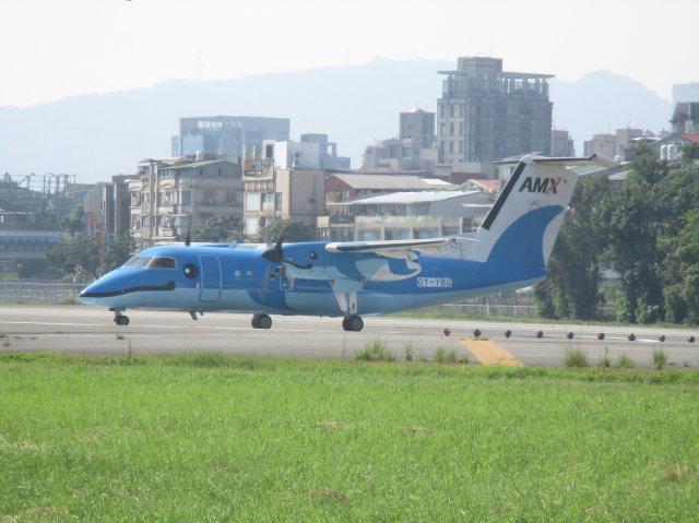 sinoharaizumiさんが、台北松山空港で撮影したノルディック・アビエーション・キャピタル DHC-8-103Q Dash 8の航空フォト(飛行機 写真・画像)