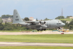 Koenig117さんが、嘉手納飛行場で撮影したアメリカ海軍 C-130T Herculesの航空フォト(写真)