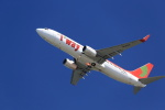 T.Sazenさんが、関西国際空港で撮影したティーウェイ航空 737-8GJの航空フォト(飛行機 写真・画像)