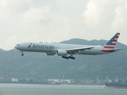 スカイマンタさんが、香港国際空港で撮影したアメリカン航空 777-323/ERの航空フォト(飛行機 写真・画像)
