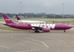 voyagerさんが、アムステルダム・スキポール国際空港で撮影したWOWエア A330-343Eの航空フォト(飛行機 写真・画像)
