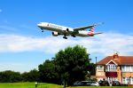 まいけるさんが、ロンドン・ヒースロー空港で撮影したアメリカン航空 777-323/ERの航空フォト(写真)