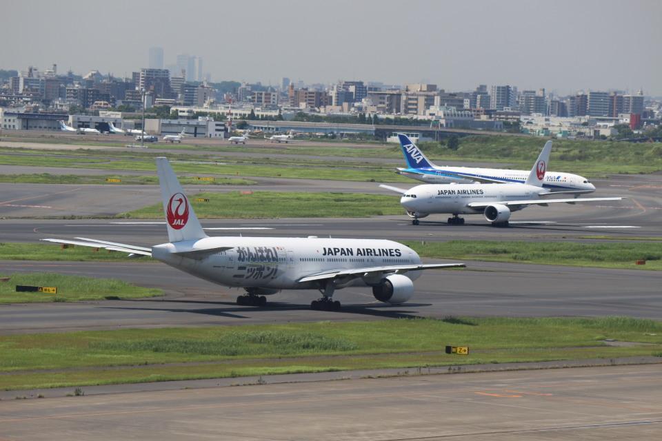 鶴の旅人さんの日本航空 Boeing 777-200 (JA711J) 航空フォト