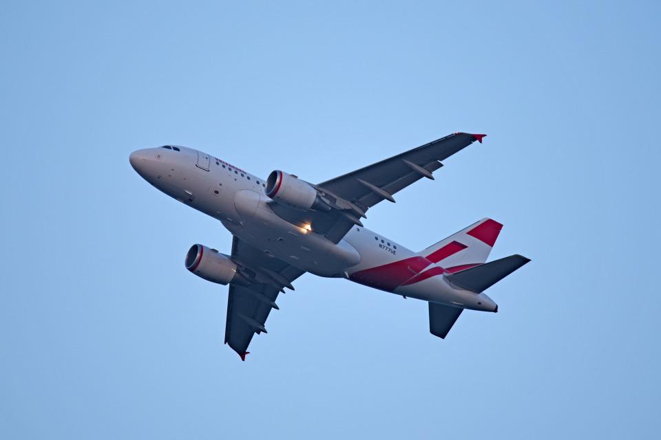 tsubasa0624さんのユニバーサルエンターテインメント Airbus A318 (N777UE) 航空フォト