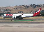 voyagerさんが、マドリード・バラハス国際空港で撮影したTAM航空 A350-941XWBの航空フォト(飛行機 写真・画像)