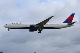 PASSENGERさんが、ロンドン・ヒースロー空港で撮影したデルタ航空 767-432/ERの航空フォト(飛行機 写真・画像)