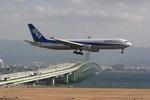 肉食獣さんが、関西国際空港で撮影した全日空 767-381の航空フォト(写真)
