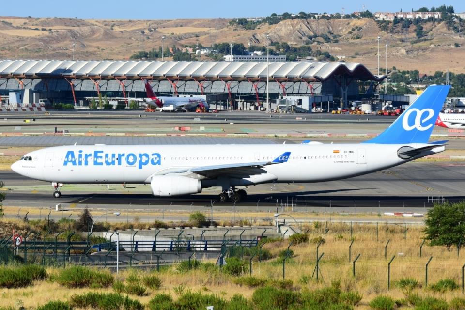 RUSSIANSKIさんのエア・ヨーロッパ Airbus A330-300 (EC-MHL) 航空フォト