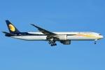 RUSSIANSKIさんが、シンガポール・チャンギ国際空港で撮影したジェットエアウェイズ 777-35R/ERの航空フォト(飛行機 写真・画像)