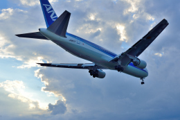 サボリーマンさんが、高知空港で撮影した全日空 767-381の航空フォト(飛行機 写真・画像)
