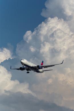 tsuna72さんが、福岡空港で撮影したデルタ航空 767-332/ERの航空フォト(飛行機 写真・画像)