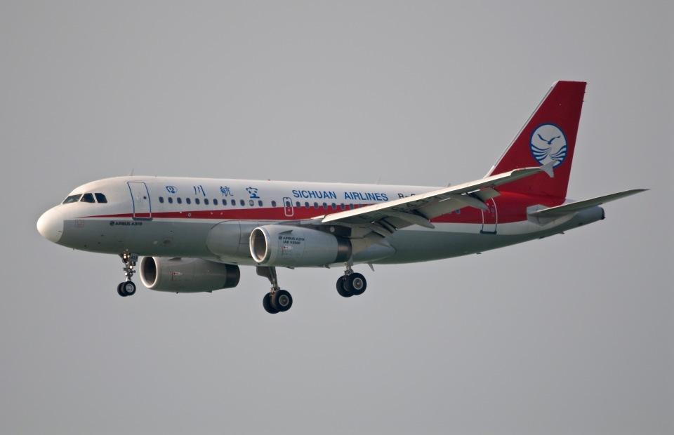 柏の子?さんの四川航空 Airbus A319 (B-6433) 航空フォト
