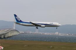 職業旅人さんが、関西国際空港で撮影した全日空 767-381/ERの航空フォト(飛行機 写真・画像)