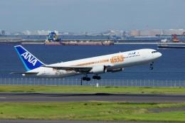 しんさんが、羽田空港で撮影した全日空 767-381/ERの航空フォト(写真)