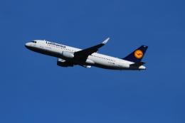 twining07さんが、ロンドン・ヒースロー空港で撮影したルフトハンザドイツ航空 A320-214の航空フォト(飛行機 写真・画像)