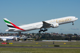 航空フォト:A6-ECG エミレーツ航空 777-300