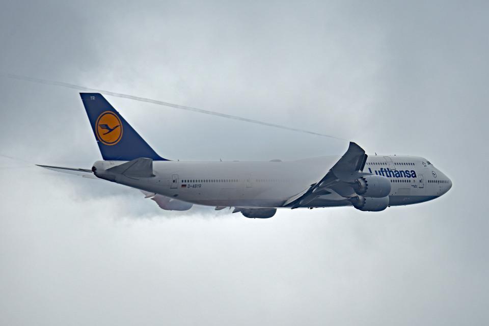 tsubasa0624さんのルフトハンザドイツ航空 Boeing 747-8 (D-ABYR) 航空フォト
