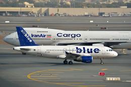 フリューゲルさんが、ドバイ国際空港で撮影したエア・ブルー A319-111の航空フォト(飛行機 写真・画像)