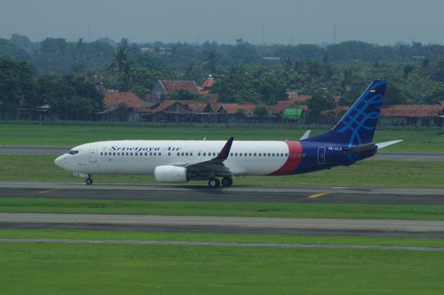 スリウィジャヤ航空 Boeing 737-800 PK-CLQ スカルノハッタ国際空港  航空フォト | by かずまっくすさん