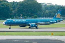 rYo1007さんが、シンガポール・チャンギ国際空港で撮影したベトナム航空 A321-231の航空フォト(飛行機 写真・画像)