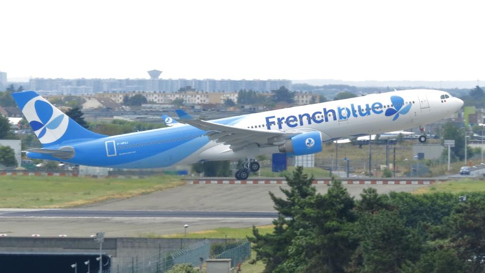 誘喜さんのフレンチブルー Airbus A330-300 (F-HPUJ) 航空フォト