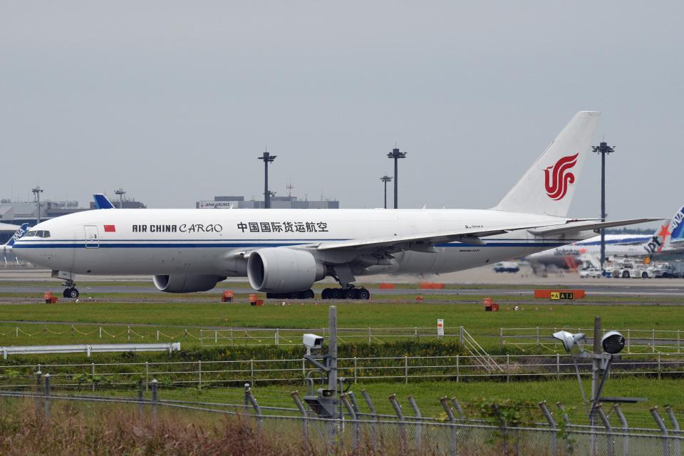 tsubasa0624さんの中国国際貨運航空 Boeing 777-200 (B-2094) 航空フォト
