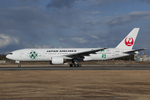 Scotchさんが、伊丹空港で撮影した日本航空 777-246の航空フォト(飛行機 写真・画像)