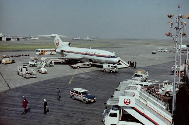 日本航空 Boeing 727-100 JA8320...