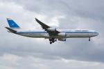 PASSENGERさんが、ロンドン・ヒースロー空港で撮影したクウェート航空 A340-313の航空フォト(写真)
