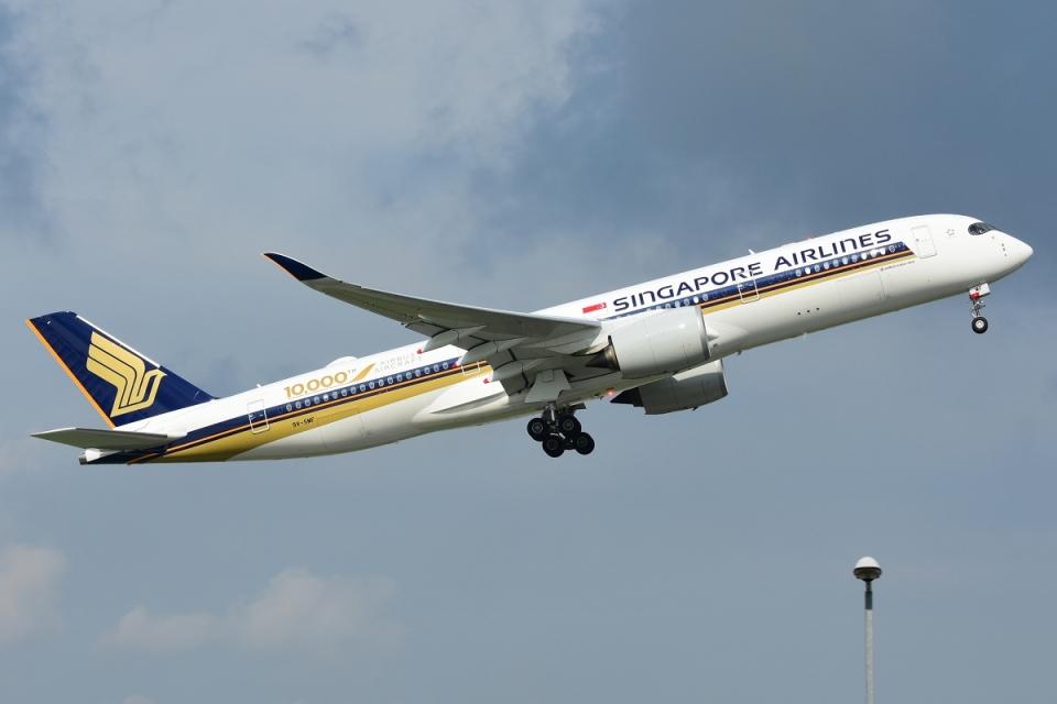RUSSIANSKIさんのシンガポール航空 Airbus A350-900 (9V-SMF) 航空フォト