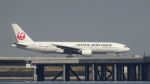 JUNさんが、羽田空港で撮影した日本航空 777-246の航空フォト(写真)