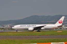 gibsonさんが、伊丹空港で撮影した日本航空 777-246の航空フォト(飛行機 写真・画像)