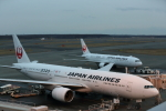 ATOMさんが、新千歳空港で撮影した日本航空 777-246の航空フォト(写真)