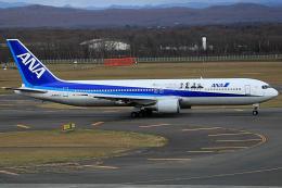 夏奈さんが、新千歳空港で撮影した全日空 767-381の航空フォト(写真)