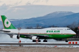 Dojalanaさんが、函館空港で撮影したエバー航空 747-45Eの航空フォト(飛行機 写真・画像)