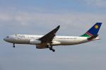 りんたろうさんが、フランクフルト国際空港で撮影したナミビア航空 A330-243の航空フォト(写真)