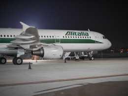 山麓さんが、ナポリ・カポディキーノ国際空港で撮影したアリタリア航空 A321-112の航空フォト(飛行機 写真・画像)
