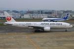 Kuuさんが、福岡空港で撮影した日本航空 777-246の航空フォト(写真)