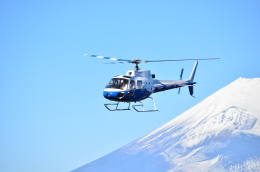 なっかーさんが、芦ノ湖ヘリポートで撮影した東邦航空 AS350B Ecureuilの航空フォト(飛行機 写真・画像)