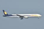 てんどんさんが、香港国際空港で撮影したジェットエアウェイズ 777-35R/ERの航空フォト(写真)
