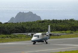 孤独部部長さんが、神津島空港で撮影した新中央航空 228-212の航空フォト(飛行機 写真・画像)