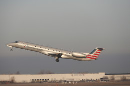 KKiSMさんが、バッファロー・ナイアガラ国際空港で撮影したアメリカン・イーグル ERJ-145LRの航空フォト(飛行機 写真・画像)