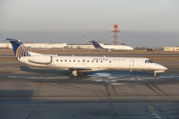 KKiSMさんが、バッファロー・ナイアガラ国際空港で撮影したエクスプレスジェット・エアラインズ ERJ-145LRの航空フォト(飛行機 写真・画像)