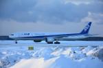 くーぺいさんが、千歳基地で撮影した全日空 777-381/ERの航空フォト(写真)