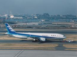 プルシアンブルーさんが、羽田空港で撮影した全日空 777-281の航空フォト(写真)