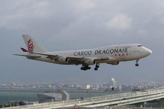 プルシアンブルーさんが、関西国際空港で撮影した香港ドラゴン航空 747-412(BCF)の航空フォト(飛行機 写真・画像)