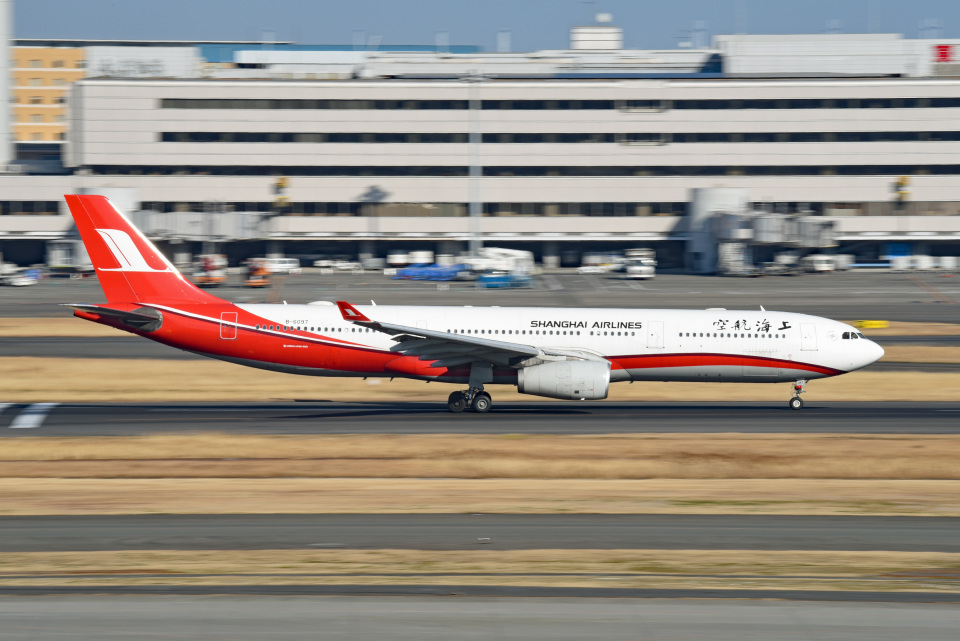 tsubasa0624さんの上海航空 Airbus A330-300 (B-6097) 航空フォト