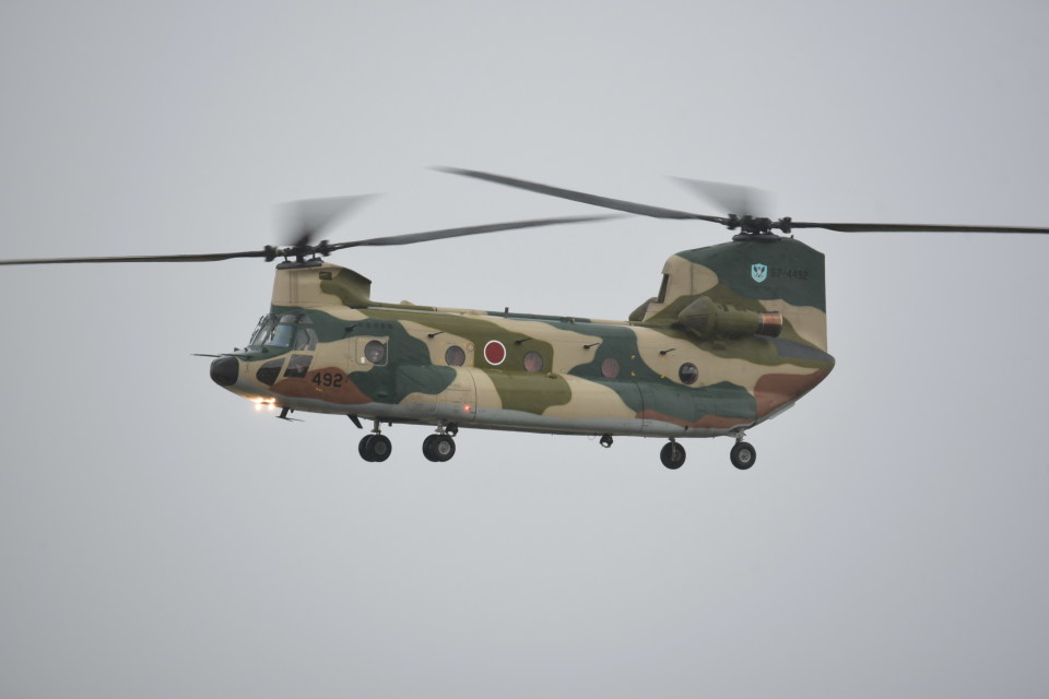 kumagorouさんの航空自衛隊 Kawasaki CH-47J Chinook (57-4492) 航空フォト
