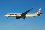 よしぱるさんが、ロンドン・ヒースロー空港で撮影したカタール航空 777-2DZ/LRの航空フォト(写真)